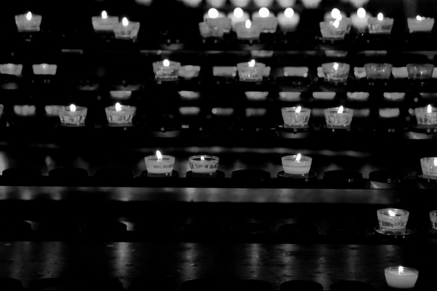 candles-2413060_1920 black and white