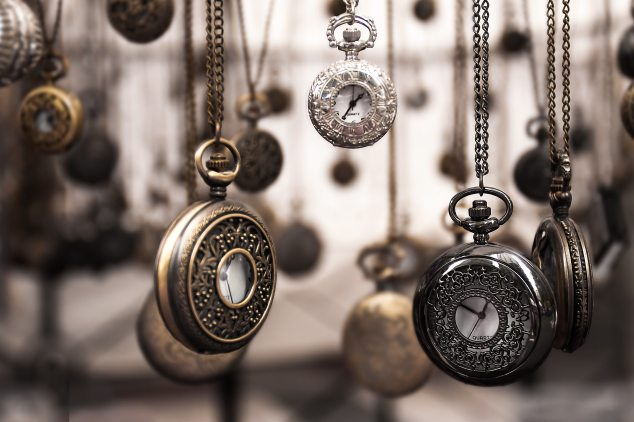assorted-silver-colored-pocket-watch-lot-selective-focus-859895.jpg
