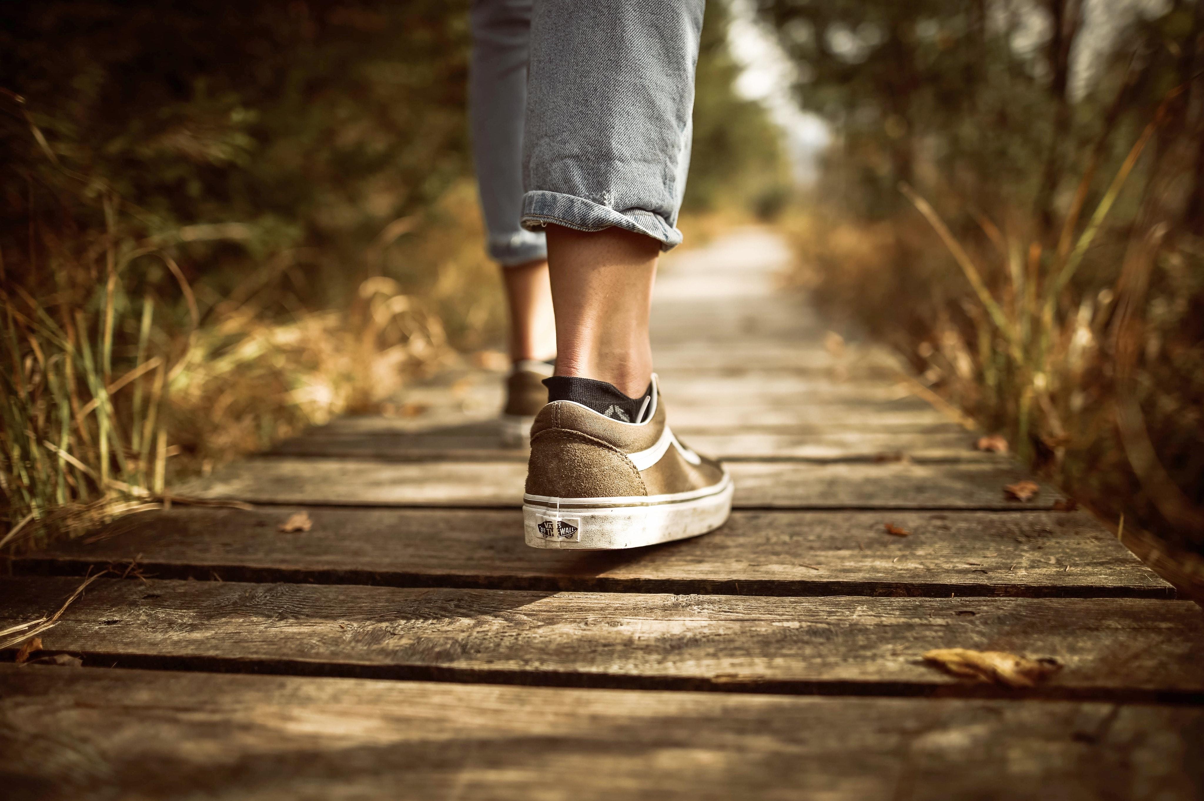 fashion-footwear-grass-outdoors-631986