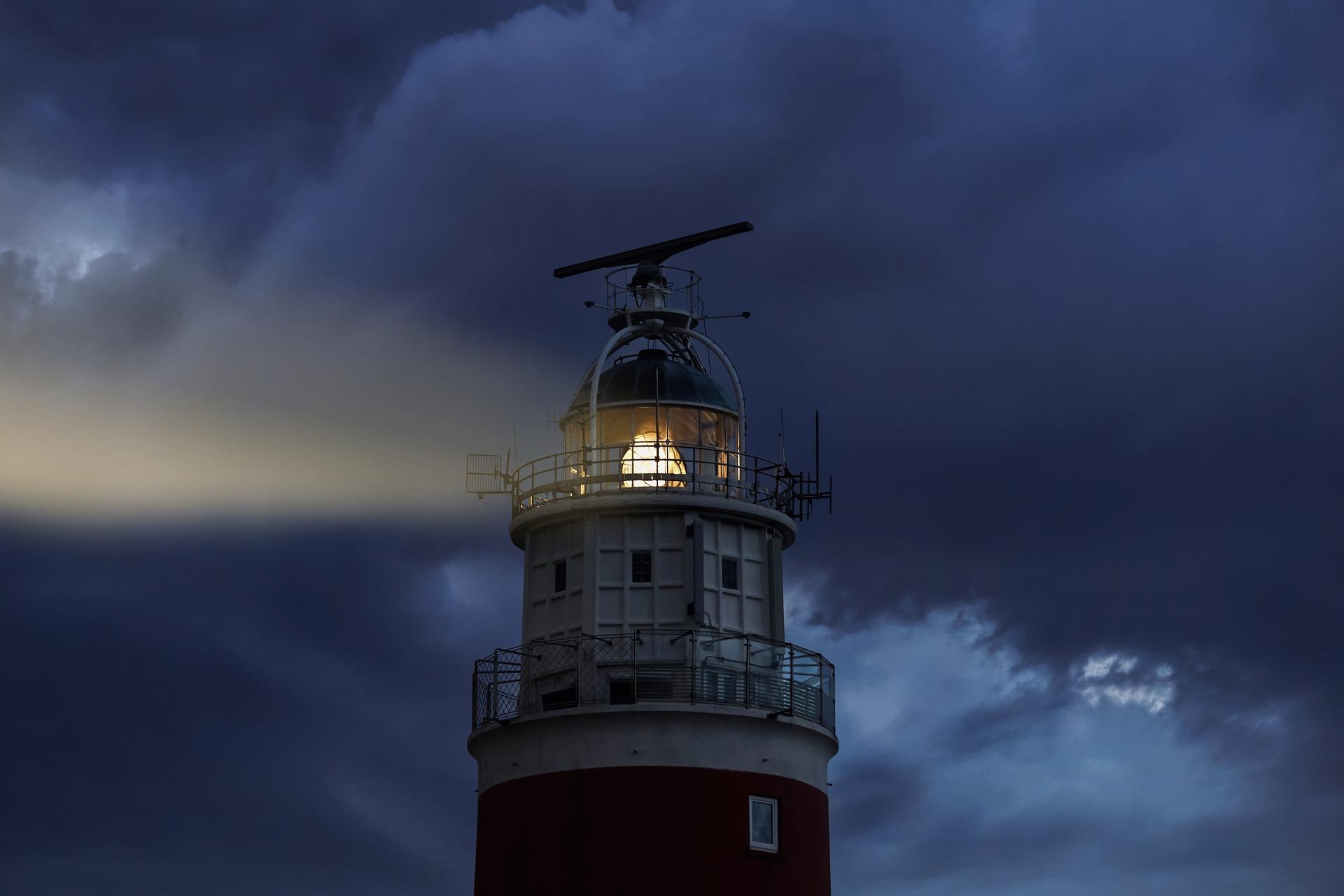 lighthouse-4846854_1920